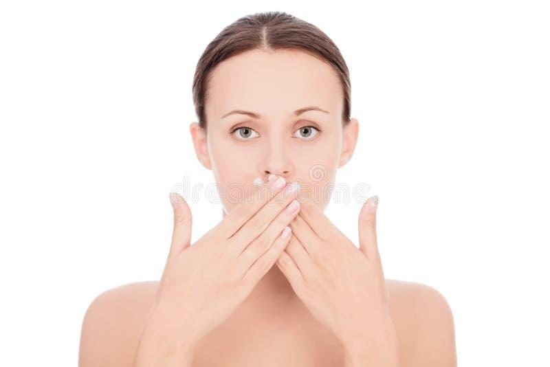 Vrouw met haar handen over haar mond stock foto