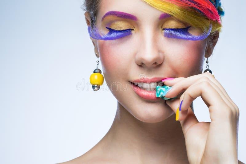 Vrouw met heldere make-up royalty-vrije stock afbeeldingen