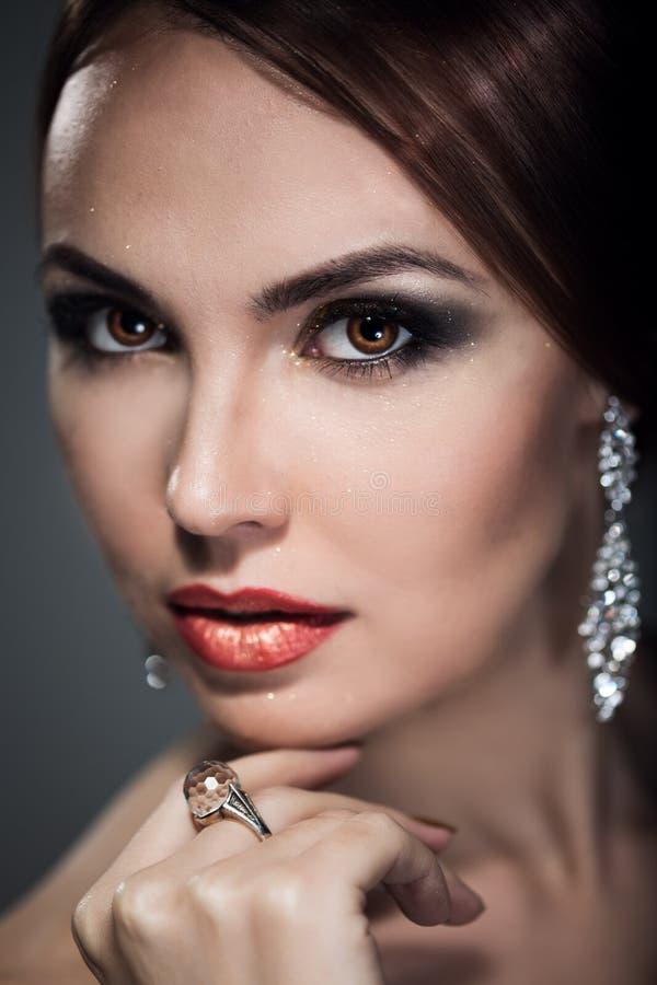 Vrouw met heldere make-up royalty-vrije stock afbeelding