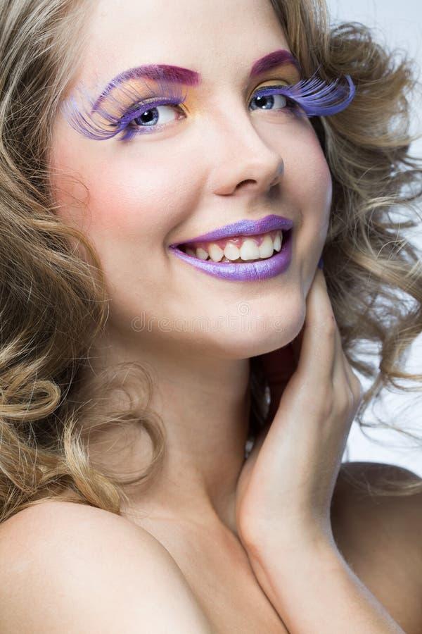 Vrouw met heldere make-up stock afbeelding