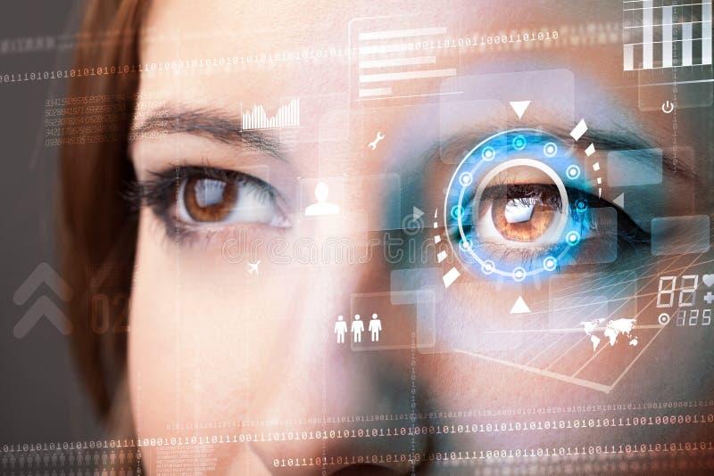 Vrouw met het concept van het het oogpaneel van de cybertechnologie royalty-vrije stock foto's