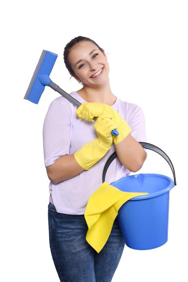 Vrouw met het schoonmaken van handschoenen en emmer stock afbeelding