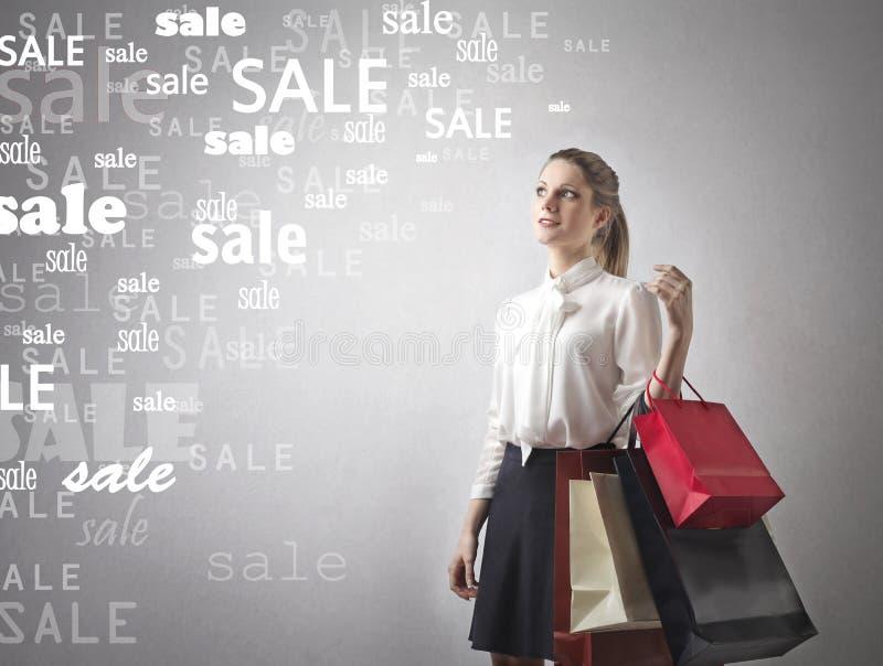 Vrouw met het winkelen zakken stock afbeeldingen