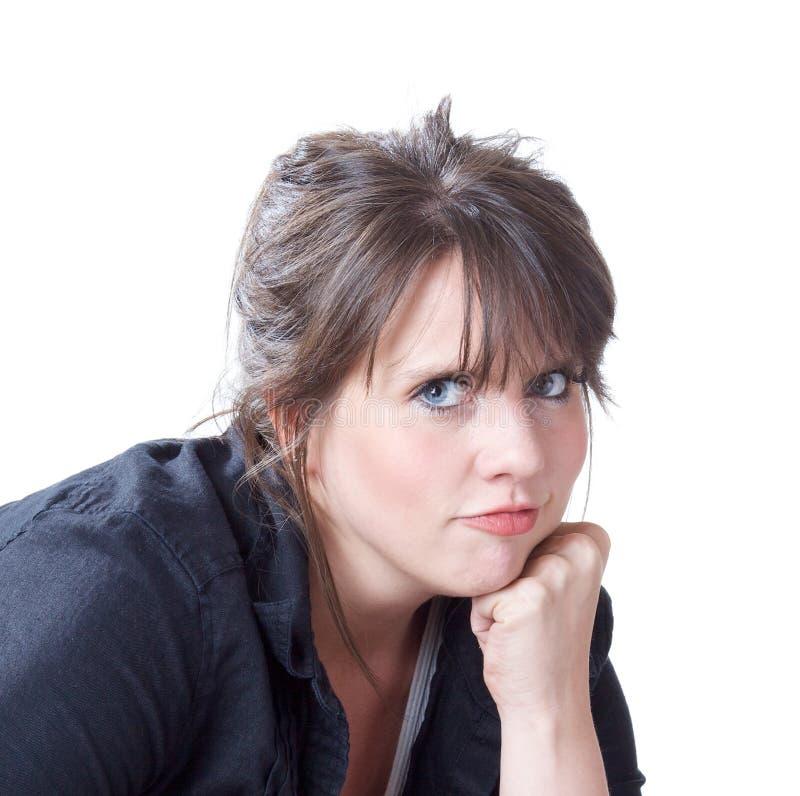 Vrouw met hoofd op haar vuistportret royalty-vrije stock foto