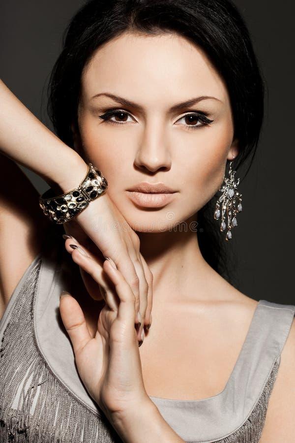 Vrouw met juwelen royalty-vrije stock afbeeldingen