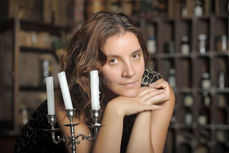 Vrouw met kaarsen royalty-vrije stock foto's