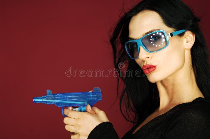 Vrouw met kanon stock foto's