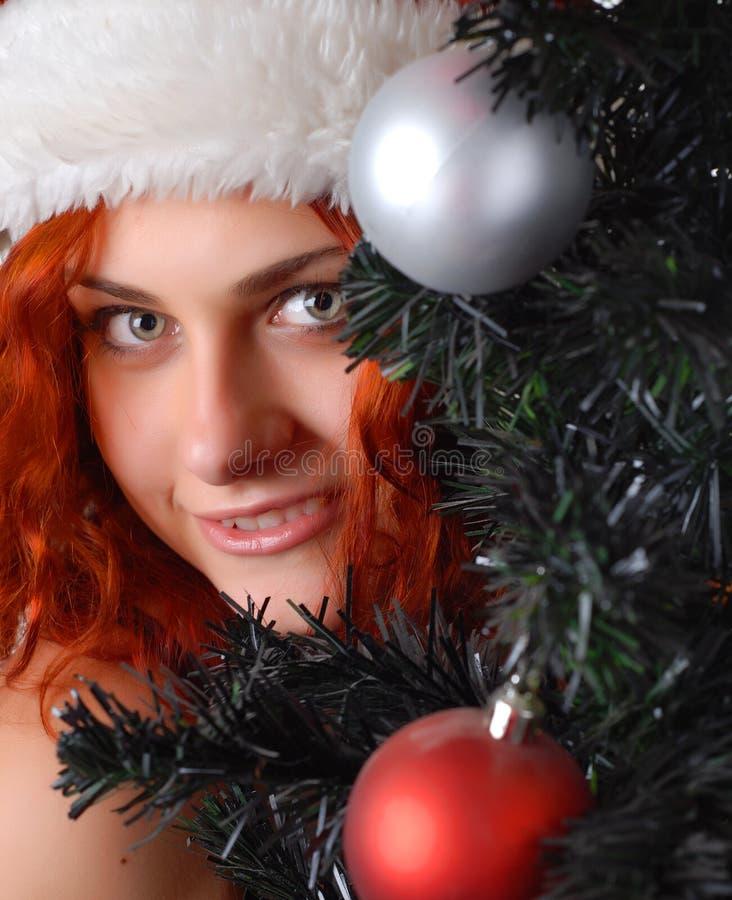 Vrouw met Kerstmisboom royalty-vrije stock afbeeldingen