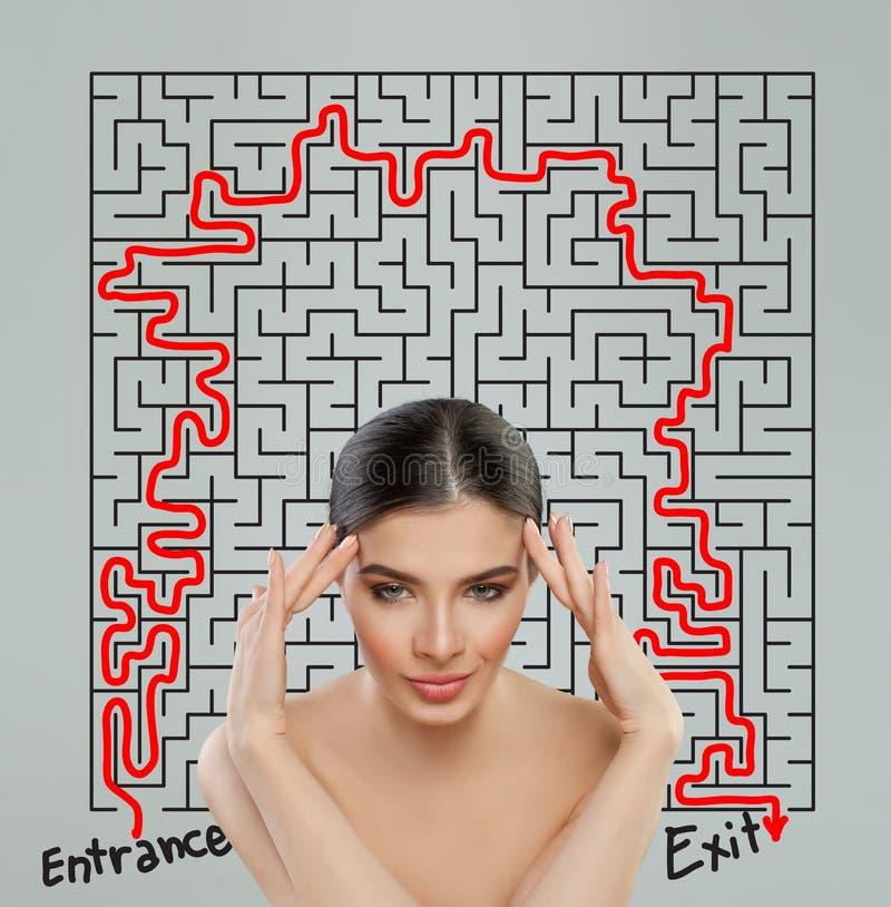 Vrouw met labyrint Ingewikkeldheid en uitwisselings van ideeënconcept royalty-vrije stock afbeelding