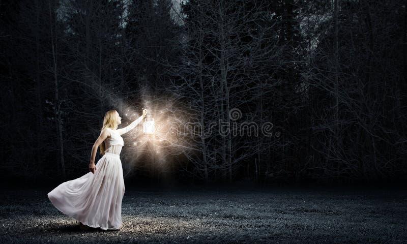 Vrouw met lantaarn royalty-vrije stock foto