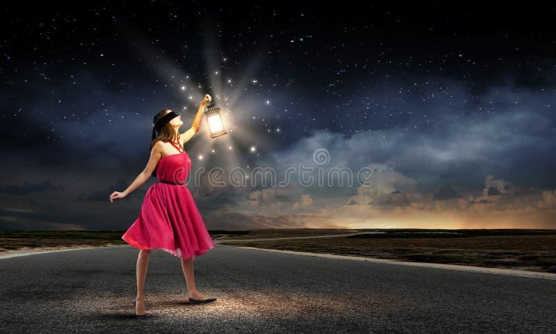 Vrouw met lantaarn royalty-vrije stock foto's