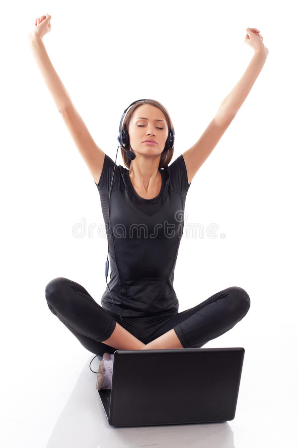 Vrouw Met Laptop Op Een Wit Stock Afbeeldingen