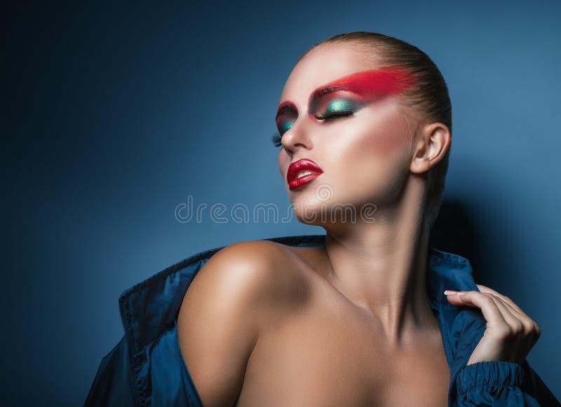 Vrouw met maniersamenstelling stock foto