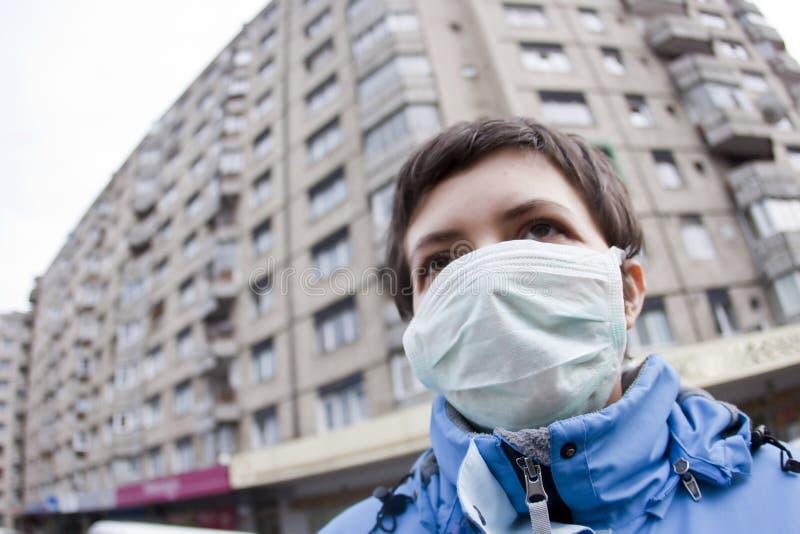 Vrouw met medisch masker royalty-vrije stock foto