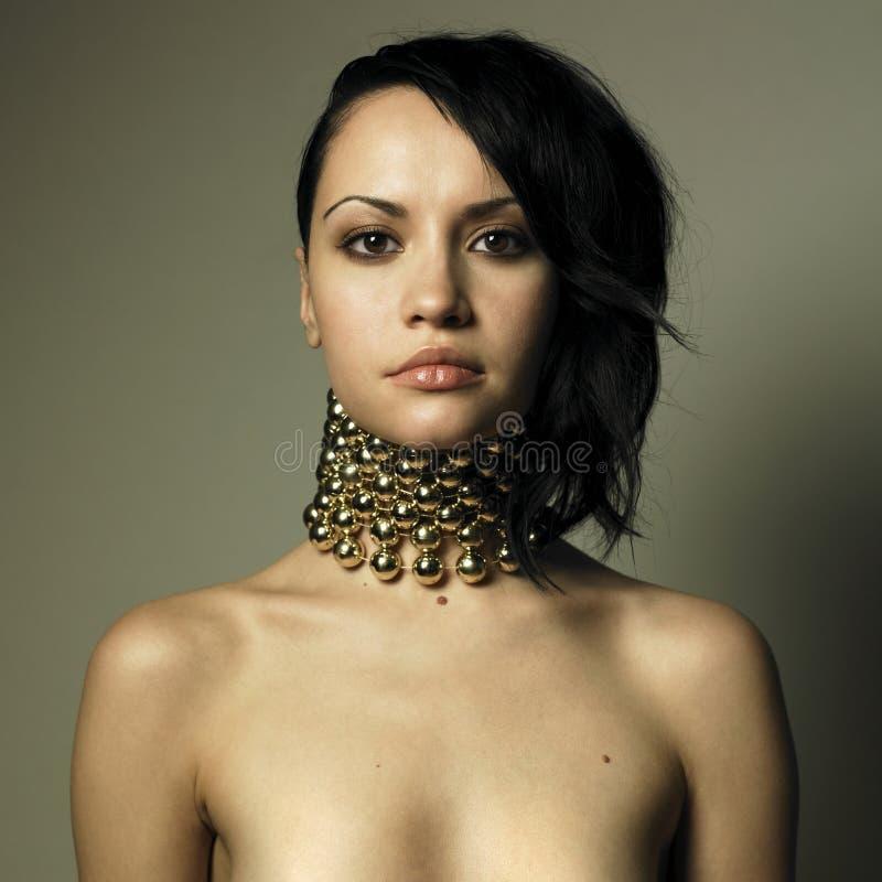 Vrouw met moderne juwelen royalty-vrije stock fotografie