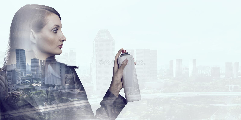 Vrouw met nevelballon stock afbeelding