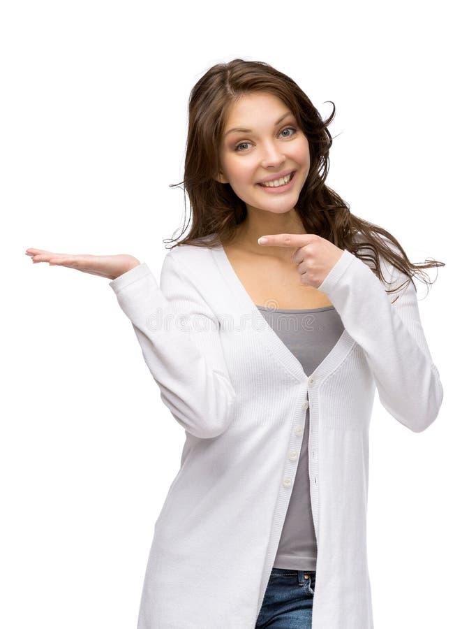 Vrouw met palm omhoog en richtend handgebaar stock afbeeldingen