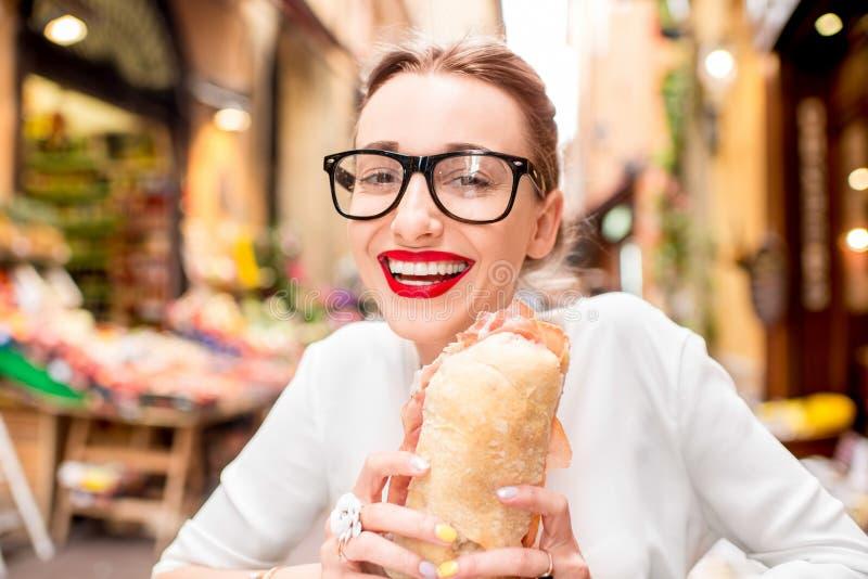 Vrouw met panini royalty-vrije stock foto