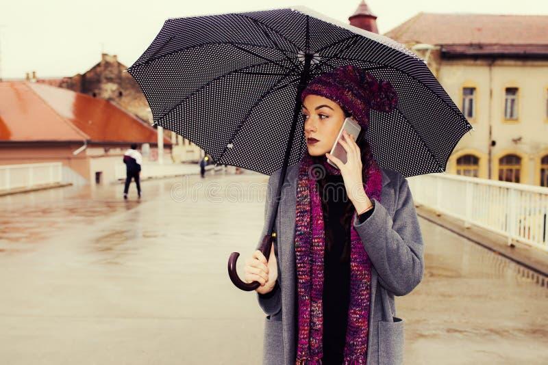 Vrouw met paraplu royalty-vrije stock foto
