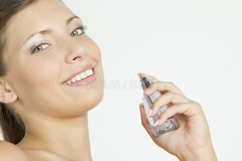 Vrouw met parfum stock afbeelding