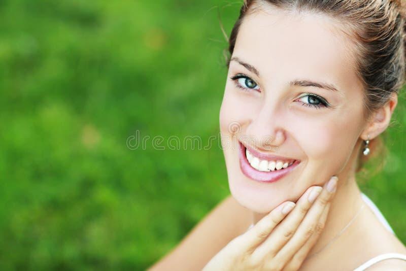 Vrouw met perfecte tanden en glimlach royalty-vrije stock afbeeldingen