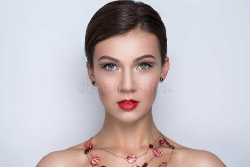 Vrouw met rode lippen royalty-vrije stock afbeeldingen