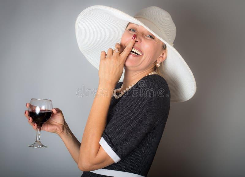 Vrouw met rode wijn royalty-vrije stock foto