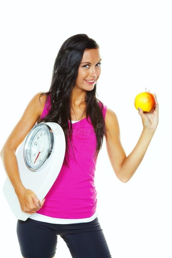 Vrouw met schalen na een succesvol dieet stock afbeeldingen