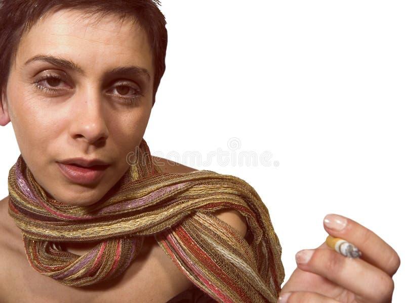 Vrouw met showl en sigaret royalty-vrije stock fotografie