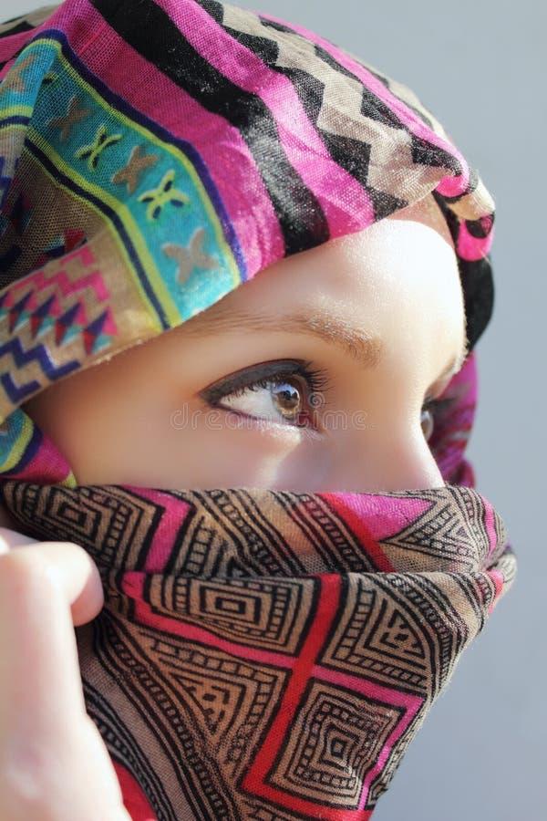 Vrouw met sjaal royalty-vrije stock foto's