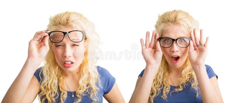 Vrouw met slechte visie en met glazen stock afbeelding