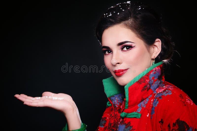 Vrouw met sneeuwvlokken royalty-vrije stock fotografie