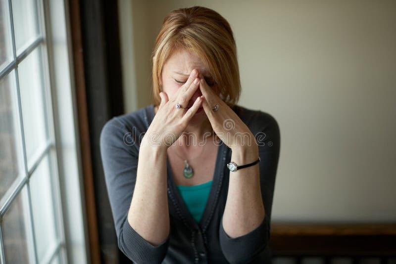 Vrouw met spanning stock foto