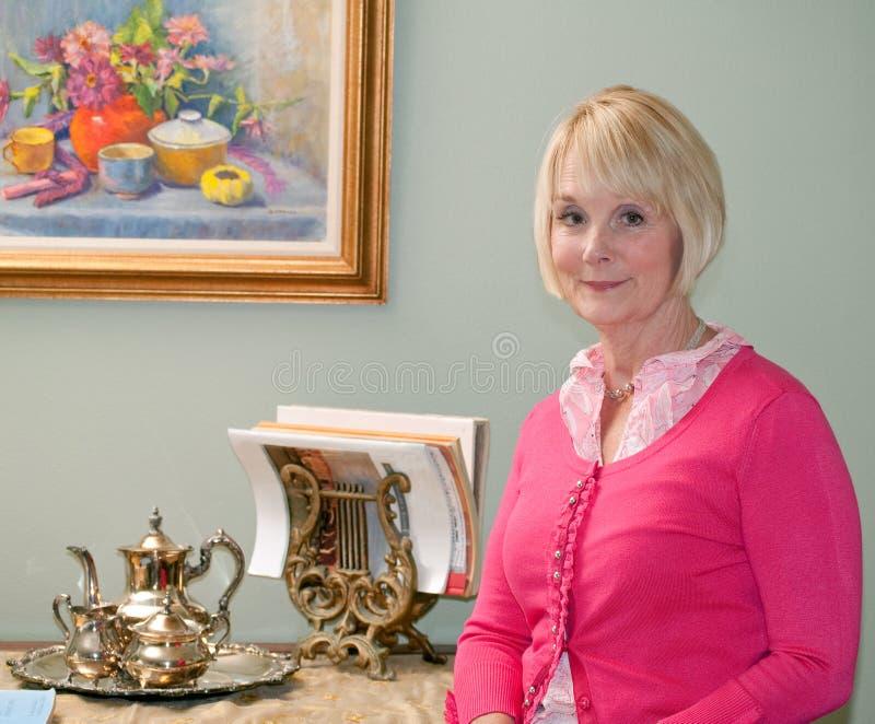 Vrouw met stilleven royalty-vrije stock afbeelding