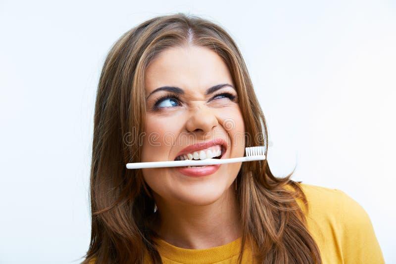 Vrouw met toothy borstel stock foto