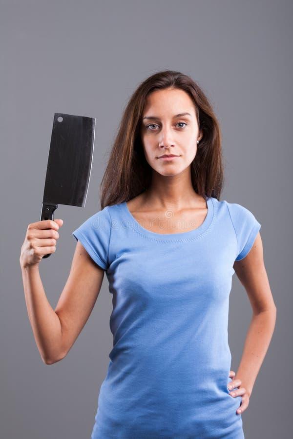 Vrouw met vleesmes op een blauw overhemd royalty-vrije stock afbeeldingen