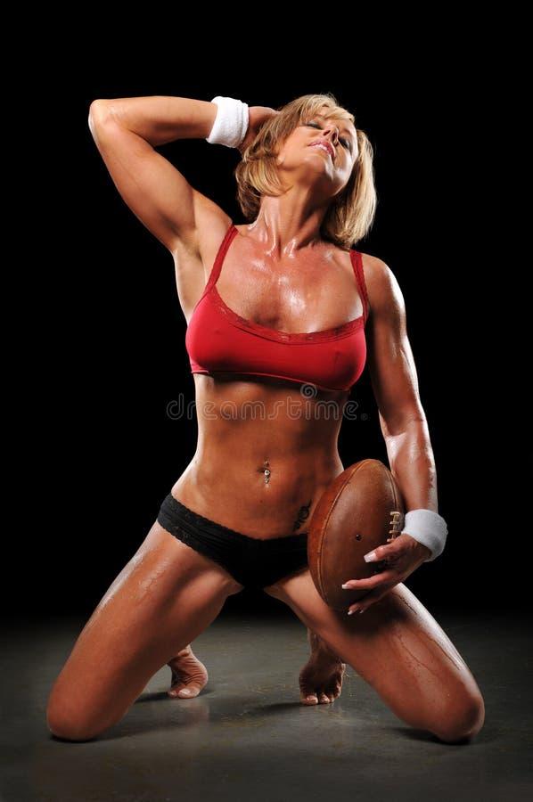 Vrouw met voetbal stock fotografie