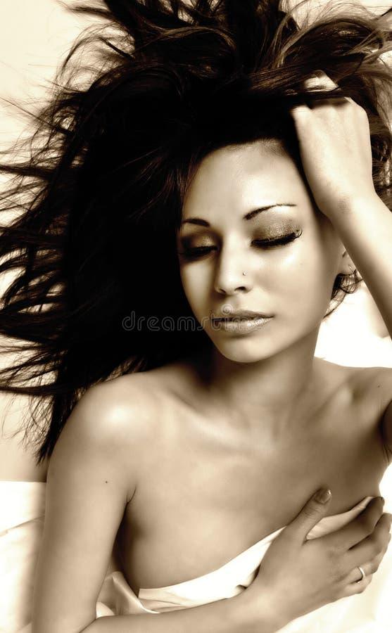 Vrouw met wellustige mooie ogen stock foto