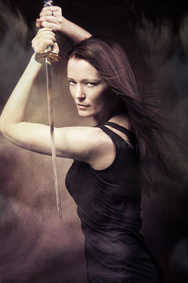Vrouw met zwaard royalty-vrije stock afbeelding