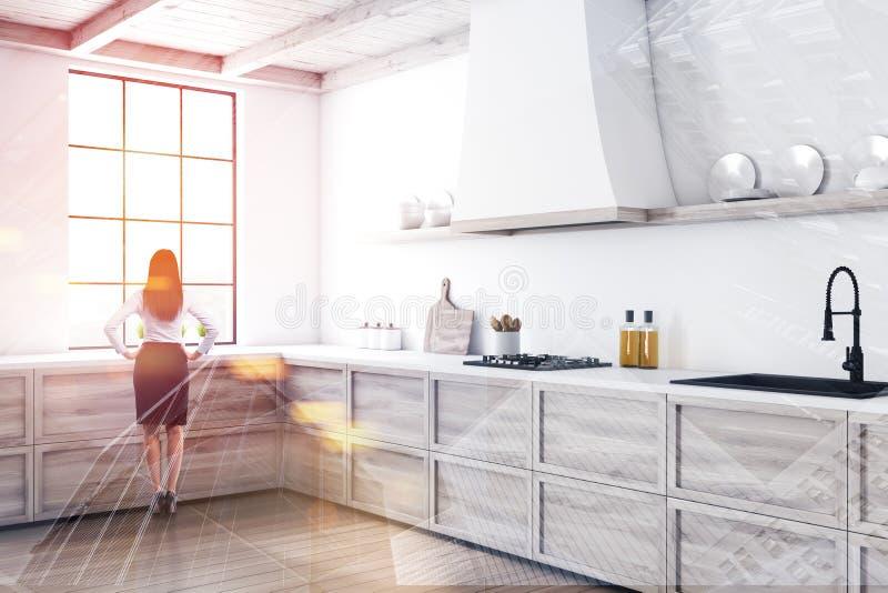 Vrouw in minimalistic witte keuken met tellers stock foto