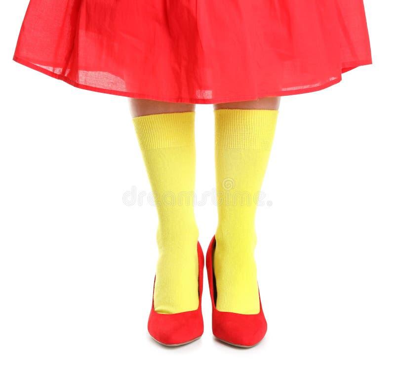 Vrouw in modieuze sokken en schoenen royalty-vrije stock foto