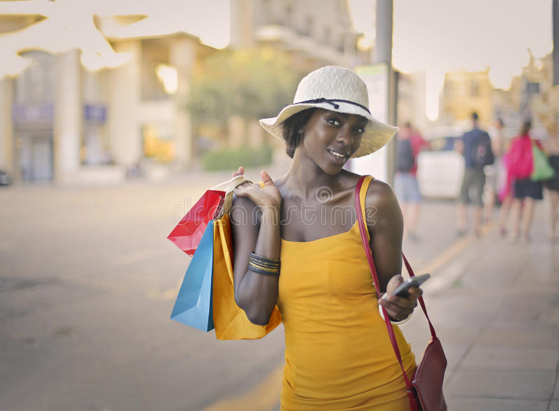Vrouw na het winkelen royalty-vrije stock foto's