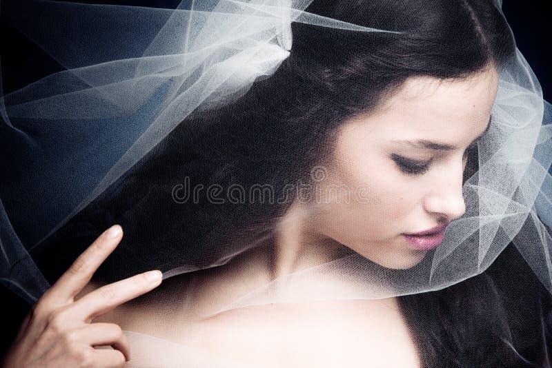 Vrouw onder sluier stock afbeelding