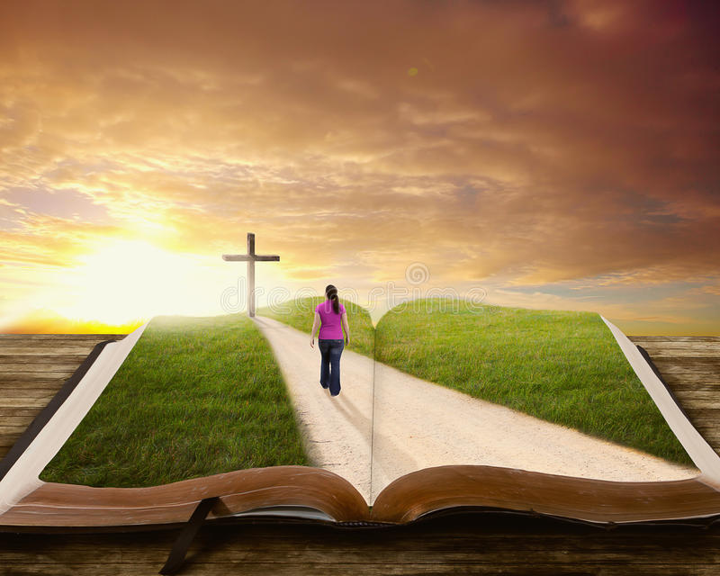 Vrouw op Bijbel. stock foto's