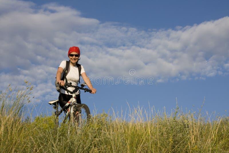 Vrouw Op De Fiets Stock Fotografie