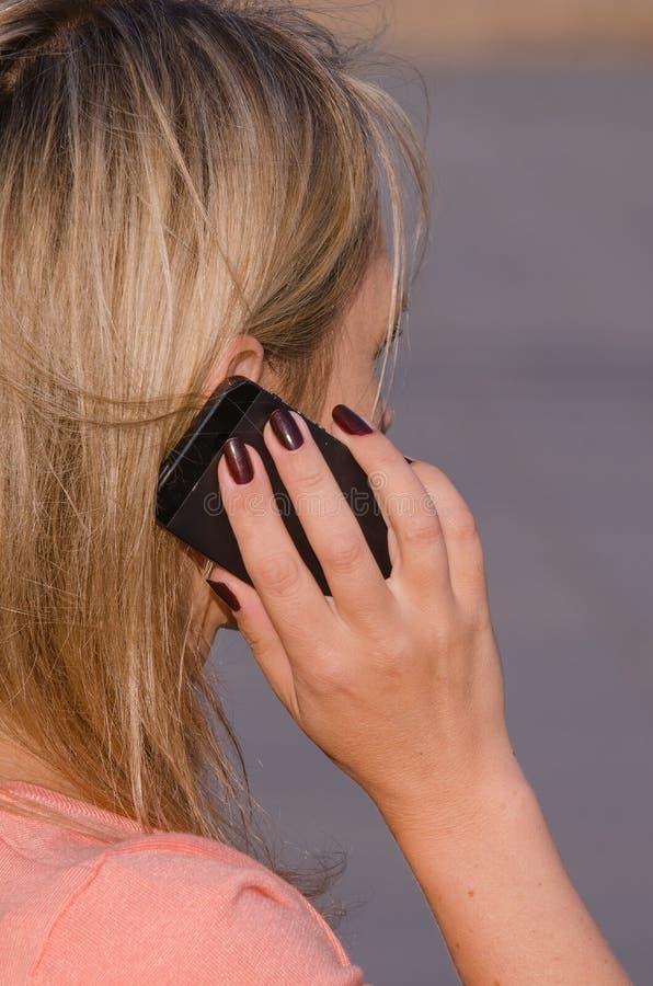 Vrouw op de Telefoon stock foto