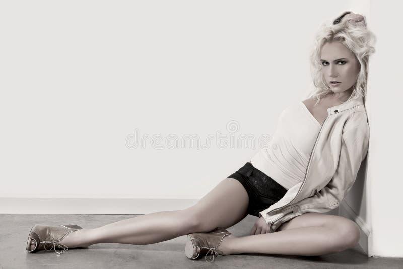 Vrouw op de Vloer stock afbeelding