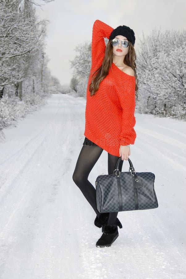 Vrouw op de weg stock foto