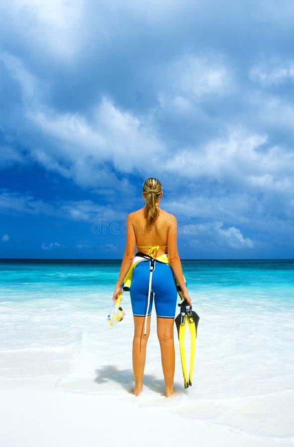 Vrouw op de zomervakantie royalty-vrije stock afbeeldingen