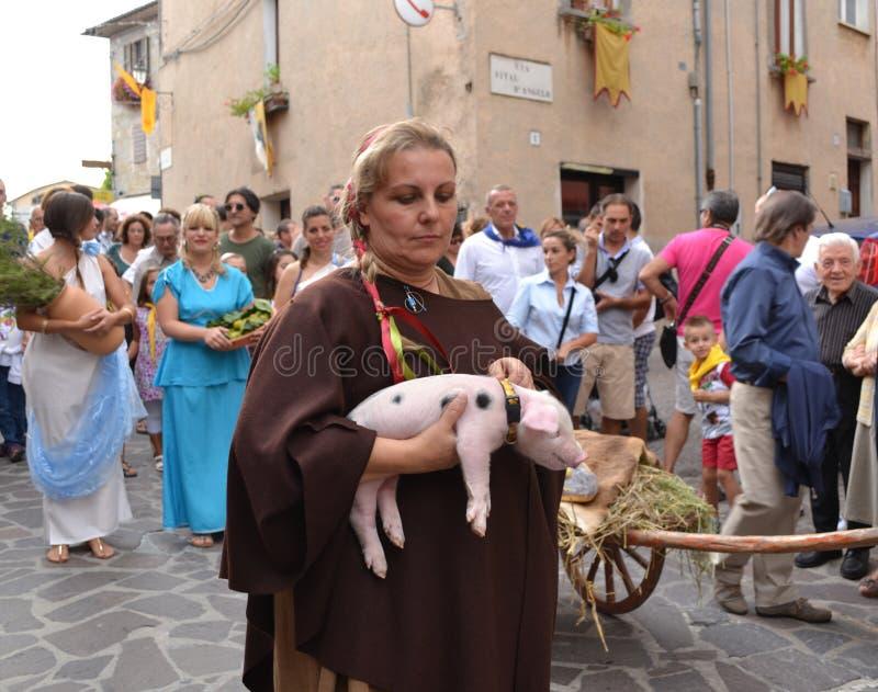 Vrouw op een middeleeuws festival in Italië royalty-vrije stock foto